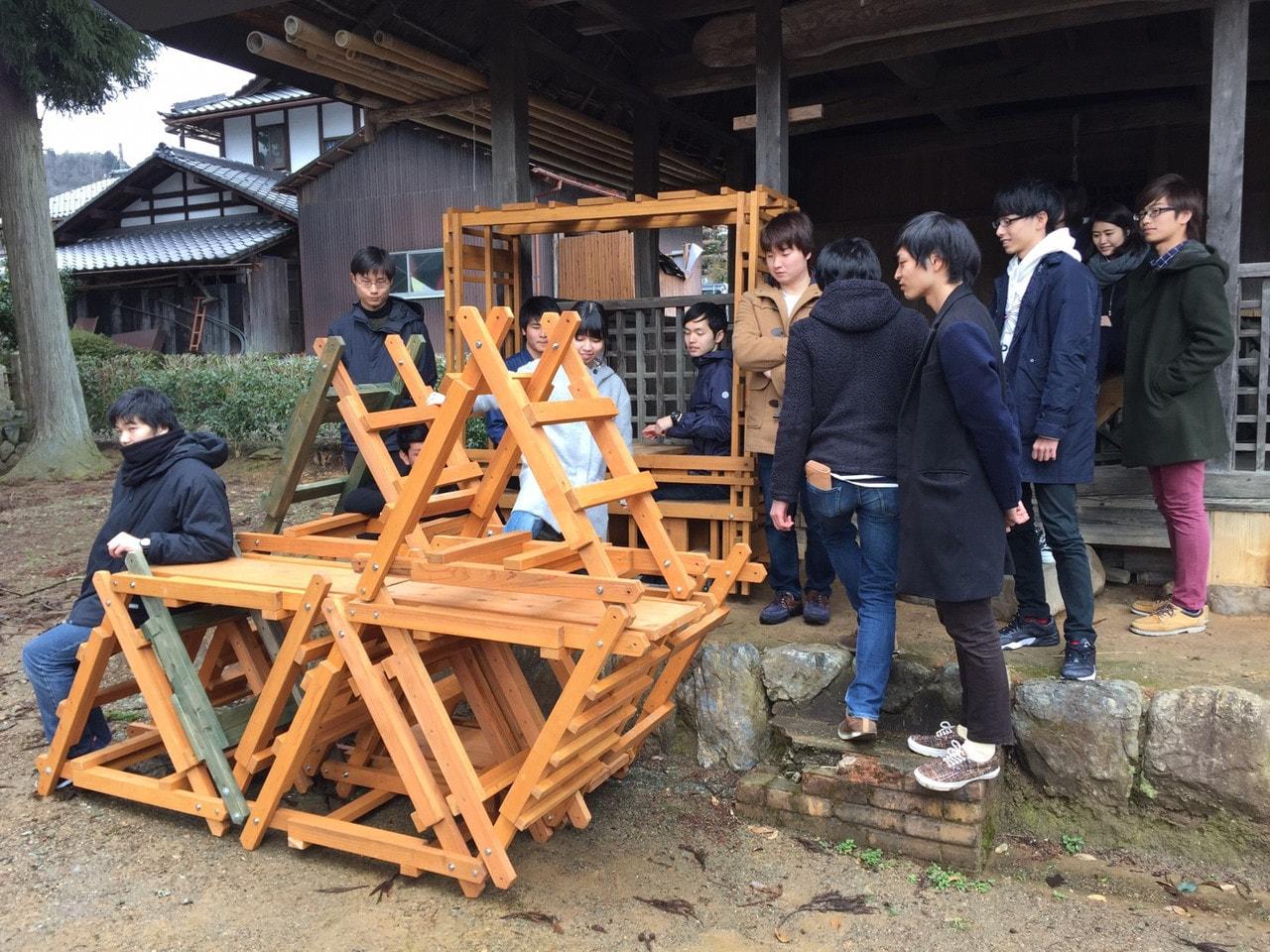 建築学科1年生、2年生が参加する美山木匠塾の活動記事が京都新聞に掲載、南丹市情報センターケーブルテレビにて放映